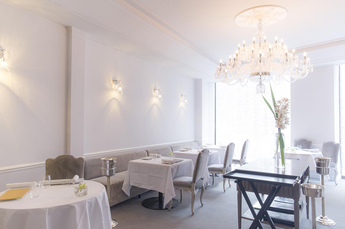 Actualit s hotel de charme le relais du louvre paris - Restaurant vaise tout le monde a table ...